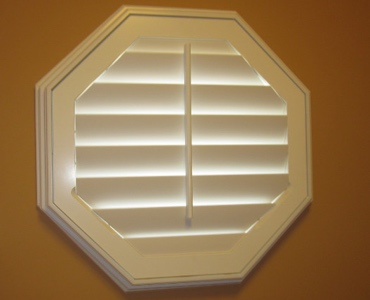 Southern California octagon window shutter